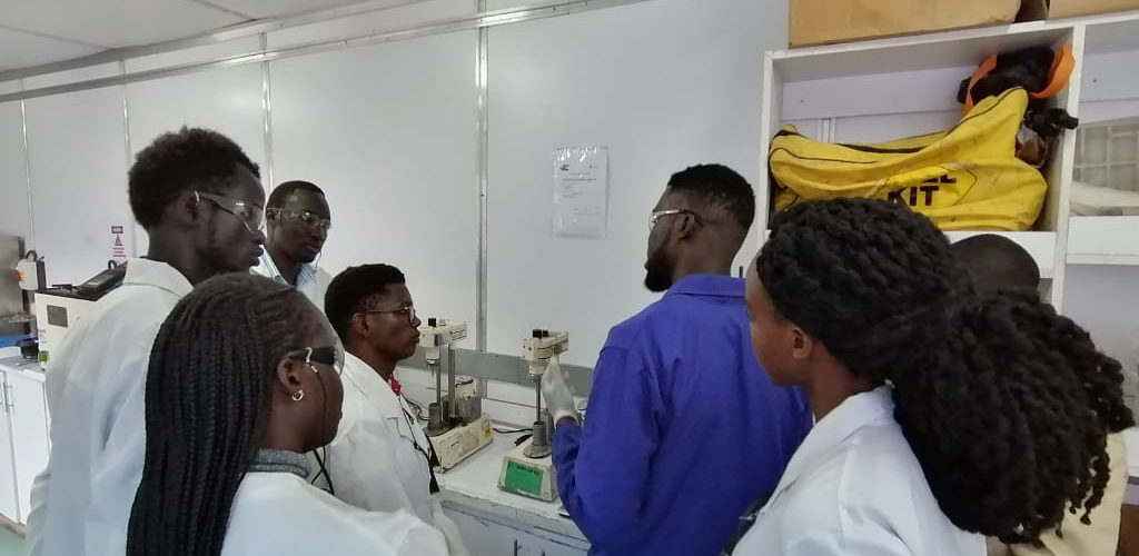 Engineering students in the laboratory at Bentworth energy